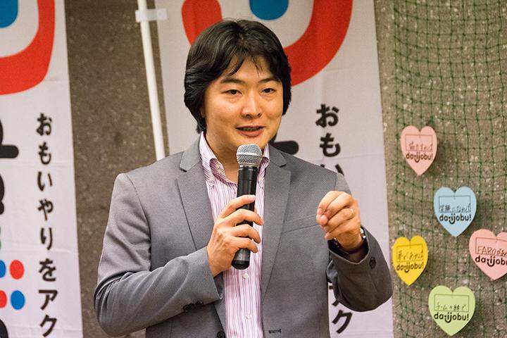 こどもたちに語りかける山田和樹