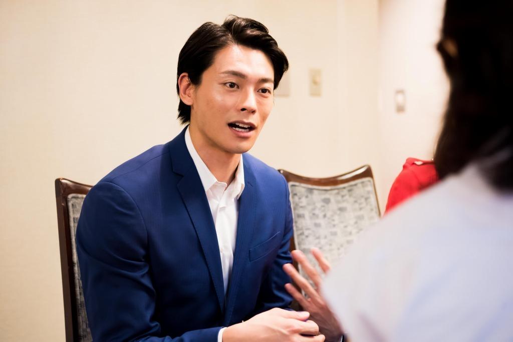 人間の青年 役:王佳俊(ワン・ジヤジュン)  撮影=髙村直希