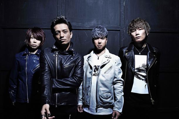 INKT。左からSASSY(Dr)、KOKI(Vo)、mACKAz(B)、Kei(G)。