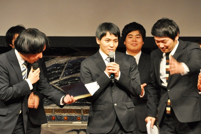 「ヨーロッパ企画の京都ニューシネマ vol.6」で新作を上映する、ヨーロッパ企画映像スタッフの甲斐隼平(右から三番目)。 [撮影]吉永美和子