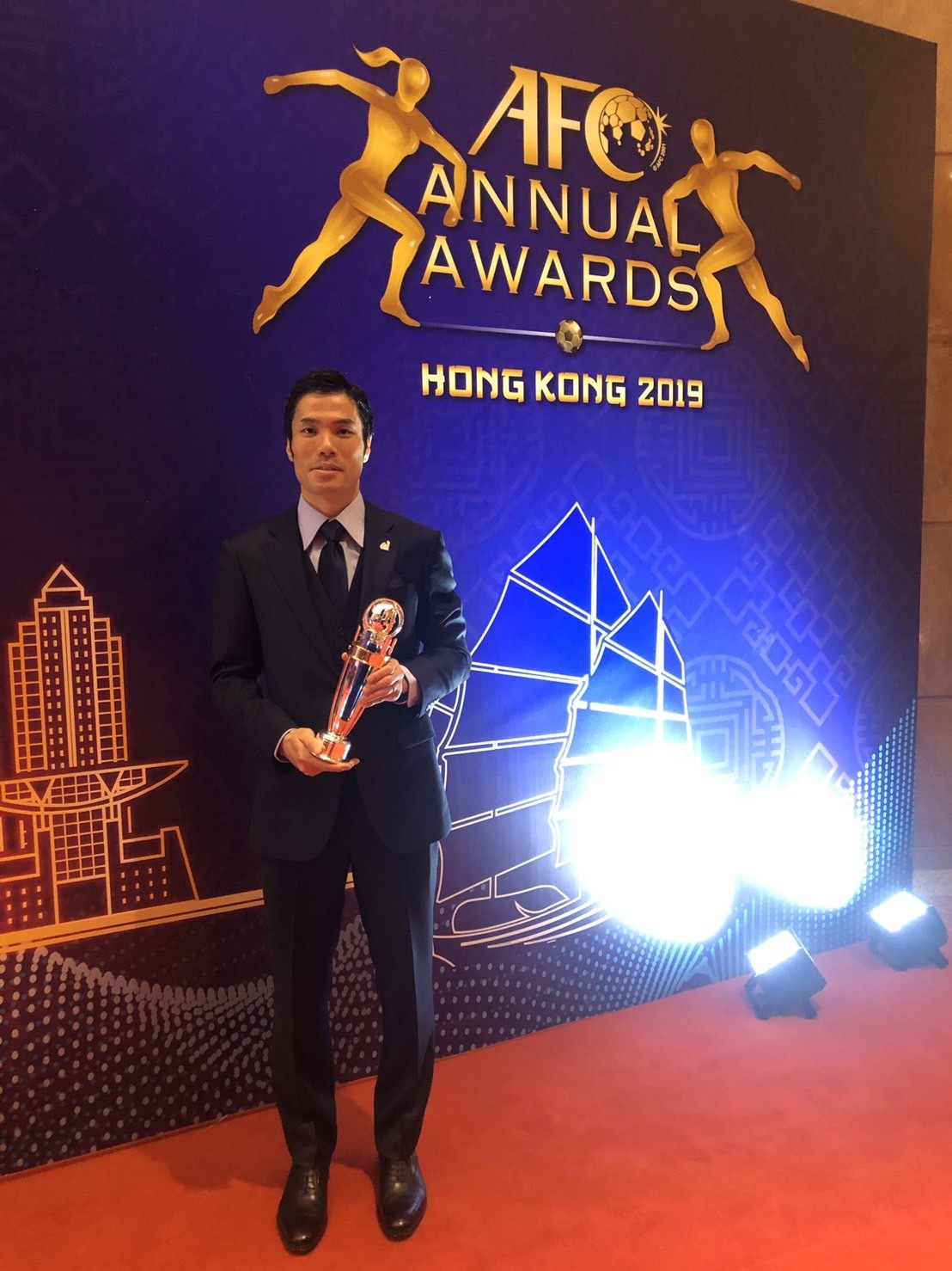AFCの授賞式で年間最優秀フットサル選手賞に輝いた吉川智貴選手