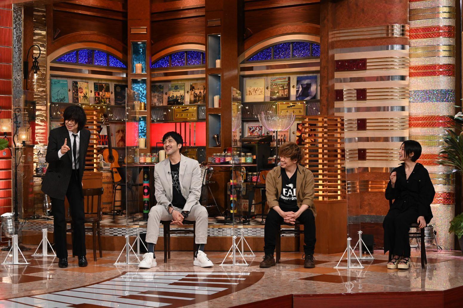 左から、宮本浩次、谷中敦(東京スカパラダイスオーケストラ)、TAKUMA(10-FEET)、家入レオ