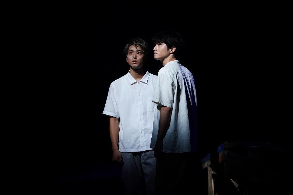 (左から) 佐藤寛太 、木村達成 撮影:中村彰