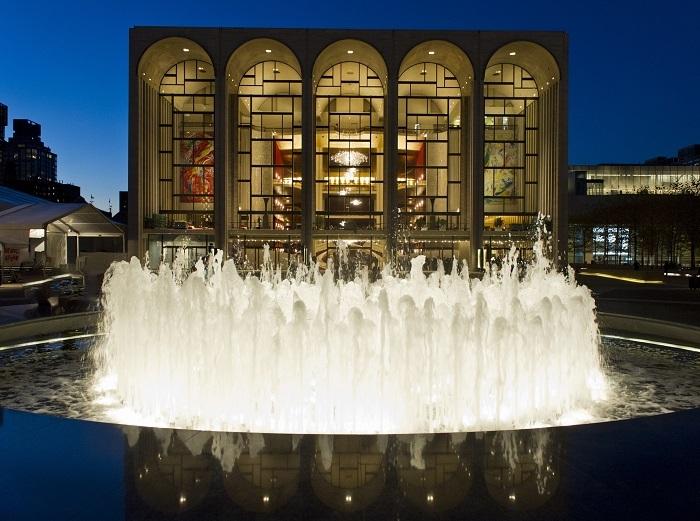 オペラハウス  (C)Jonathan Tichler/Metropolitan Opera