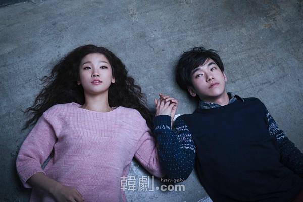 イーライ役パク・ソダム(左)とオスカー役アン・スンギュン