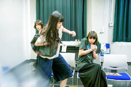 劇団□字ックの最新作『掬う』稽古場写真と山田佳奈(脚本・演出)コメントが到着 アフタートーク開催も決定