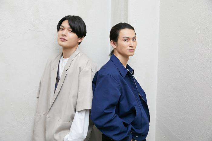 (左から)崎山つばさ、松田凌