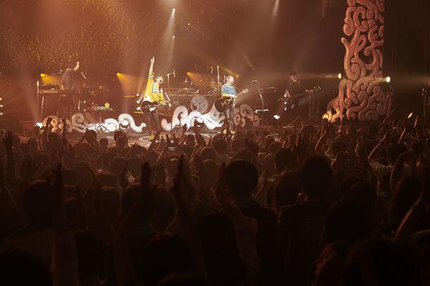 ゆず「YUZU HALL TOUR 2017 謳おう」神奈川・パシフィコ横浜 国立大ホール公演の様子。(写真提供:トイズファクトリー)
