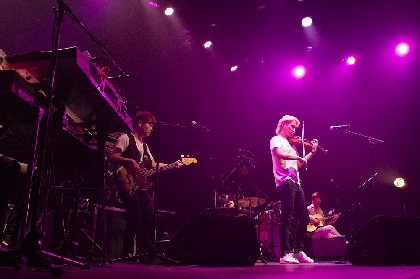 "『NAOTO LIVE 2018 ""SUMMER"" FULL BLOOM』レポート 様々なエッセンスが濃厚に溶け込んだヴァイオリニストNAOTOの音楽"