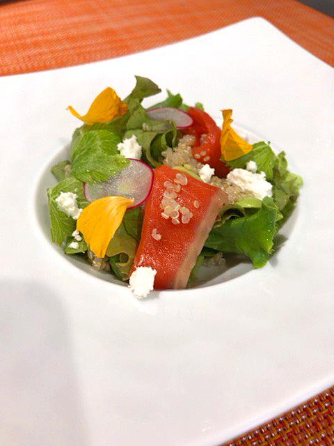 アラスカンスモークサーモンのサラダ