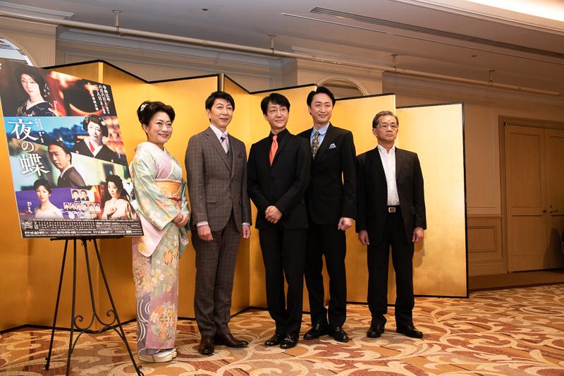 左から、山村紅葉、篠井英介、河合雪之丞、喜多村緑郎、成瀬芳一(脚色・演出)。