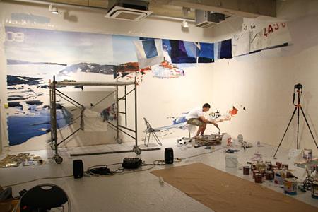 展覧会『BLAS』制作風景 2015 Oil, acrylic painting, spray cans on canvas Courtesy Kaikai Kiki Co., Ltd.