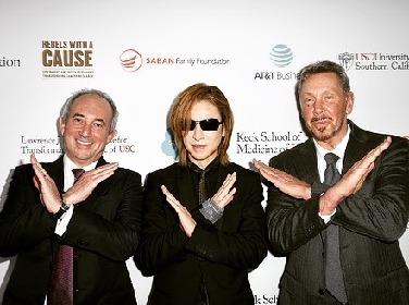 "YOSHIKIがLAでがん救命研究のための支援チャリティーイベントに出席 米政財界・医療界の""友人たち""とのショットを公開"