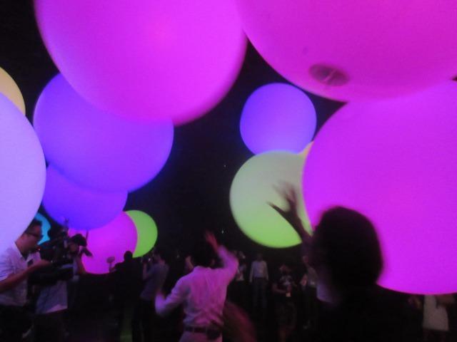 クライマックスでは光、空間、音と一体になり、宇宙の一部になったような不思議な感覚に。