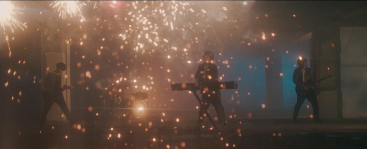 「Flare」MVより