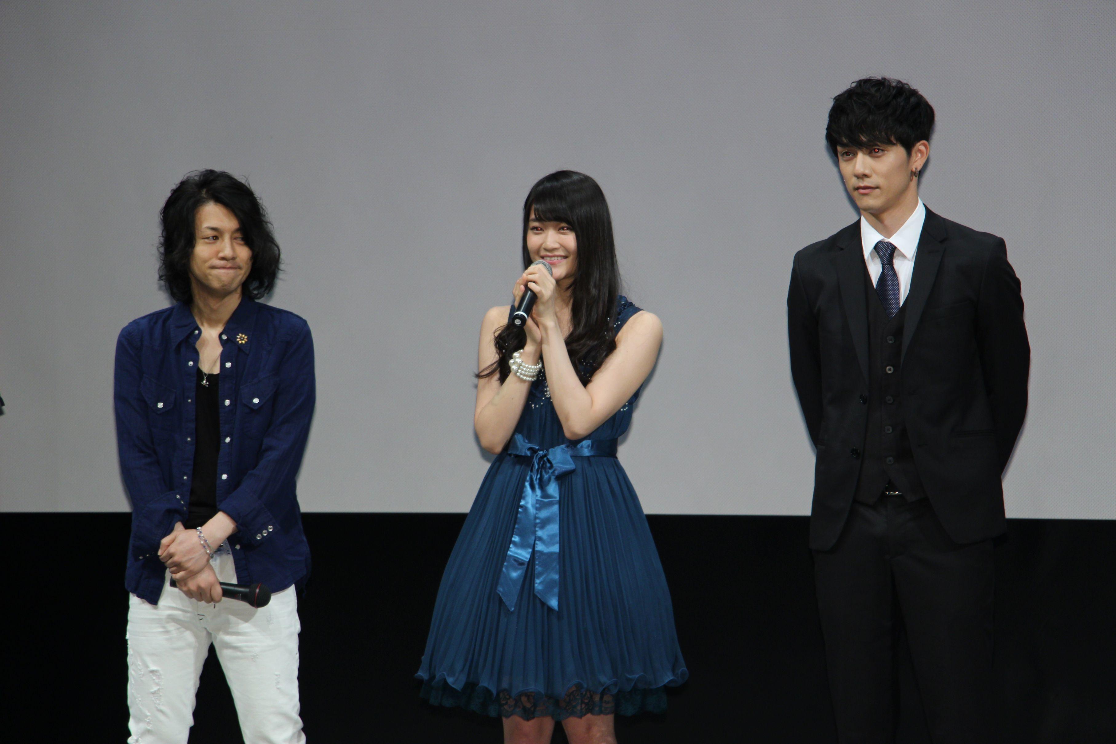 左から、祁答院慎氏、欅坂46・石森虹花、青木玄徳