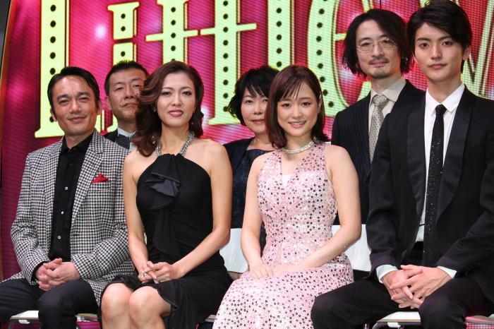 (前列左から)高橋和也、安蘭けい、大原櫻子、山本涼介(後列左から)鳥山昌克、池谷のぶえ、日澤雄介