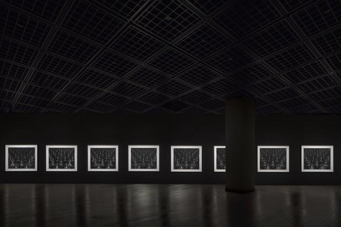 〈仏の海〉1995(展示風景)©Sugimoto Studio