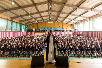 絢香 島根の卒業式に登場、母から娘へのサプライズに「もらい泣きしないように歌うのが大変でした」