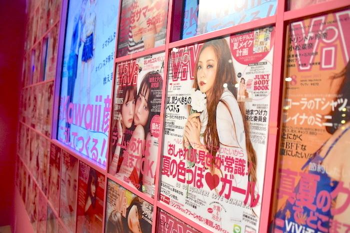 ファッション雑誌『ViVI』の歴代の表紙も展示されている