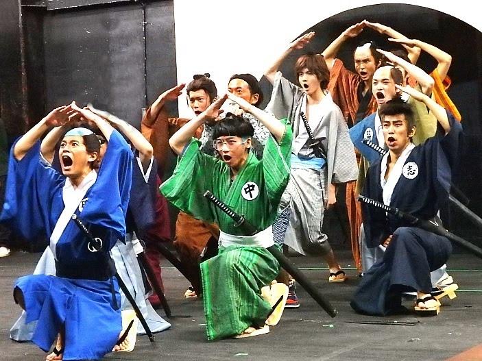 地獄の修業場、高尾山を全身で表現する生徒たち
