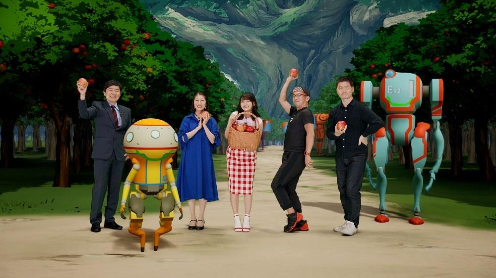 写真左から、笠井信輔(司会)、A37(ロボット)、氷上恭子(A37 役)、高野麻里佳(サラ役)、伊藤健太郎(E92 役)、入江泰浩(監督)、E92(ロボット)