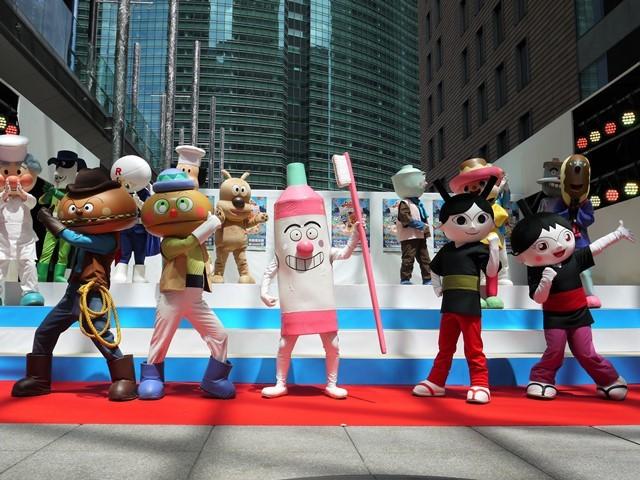 写真左から、ハンバーガーキッド、コロッケキッド、はみがきまん、てっかのマキちゃん、コマキちゃん (C)やなせたかし/フレーベル館・TMS・NTV
