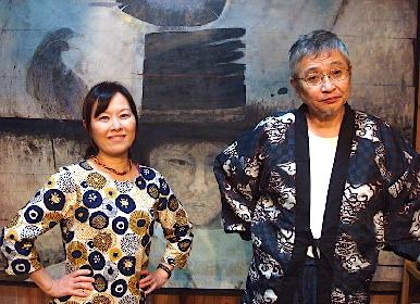 北村想が劇作・演出・出演の三役をこなす、春秋2バージョンの二人芝居、『戯曲・アリス人形館』〜秋の夜編〜が開幕