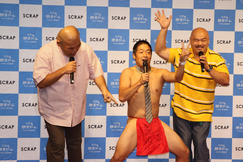 お約束の団長のふんどし姿。ふんどしにはもちろん「大魔王ゾーマからの脱出」の文字が。 (c)SHOCHIKU GEINOU