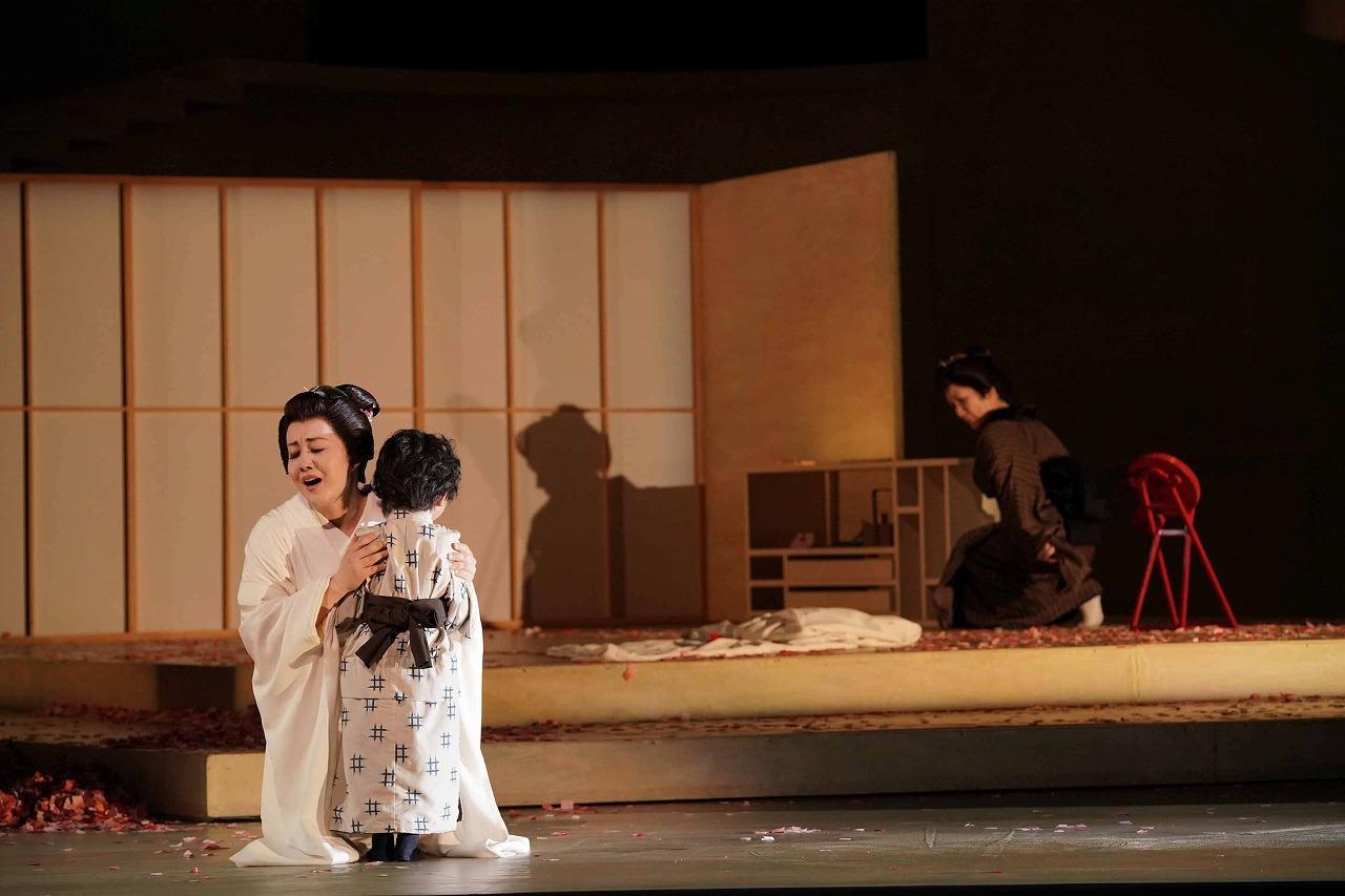 新国立劇場『蝶々夫人』より    撮影:寺司正彦