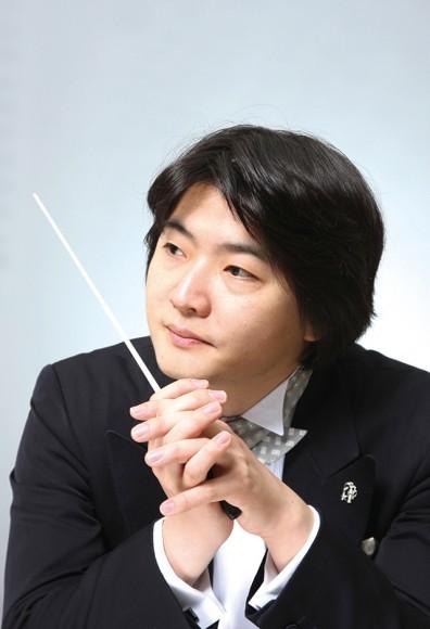 山田和樹(指揮) ©Yoshinori Tsuru
