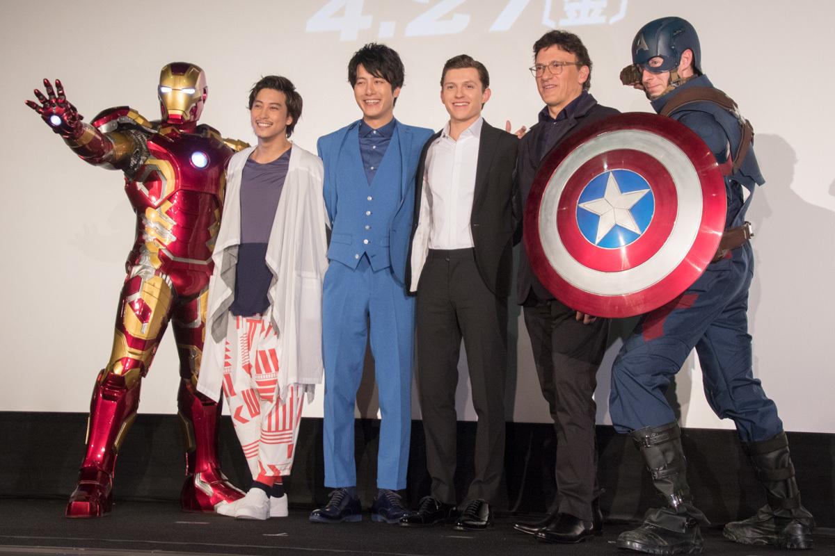 左から、アイアンマン、佐野岳、溝端淳平、トム・ホランド、アンソニー・ルッソ監督、キャプテン・アメリカ