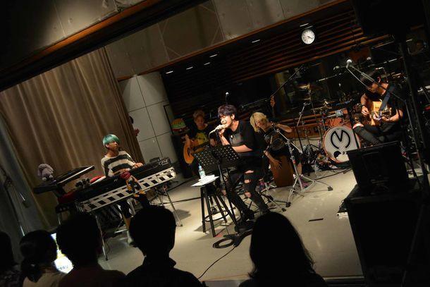 "Mrs. GREEN APPLEが出演した「KIRIN BEER ""Good Luck"" LIVE」の様子。(写真提供:TOKYO FM)"