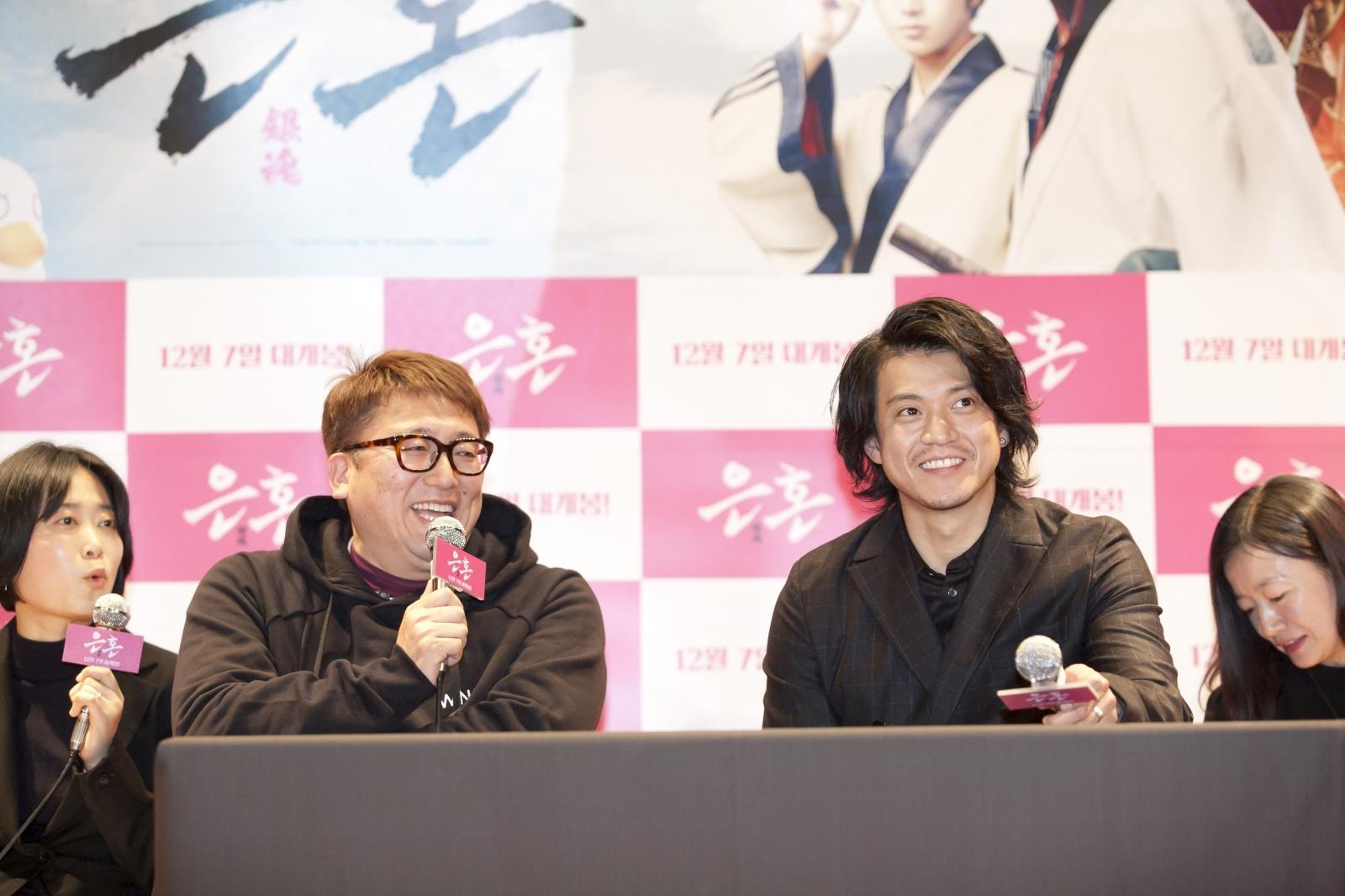 左から、福田雄一監督、小栗旬