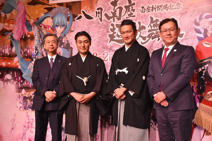 松竹の安孫子正副社長、澤村國矢、中村獅童、NTTの川添雄彦取締役研究企画部門長(左から)