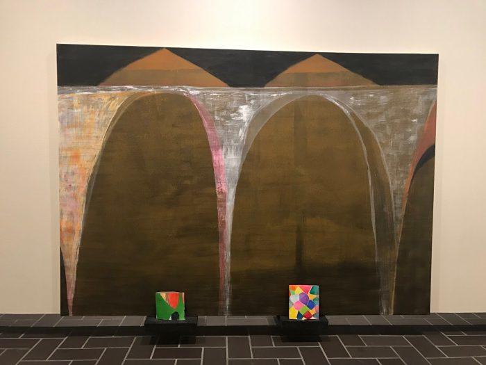 地下3階のギャラリーB「とんぼ」の部屋。 作品の展示の高さや重なりも意識してみると面白い。
