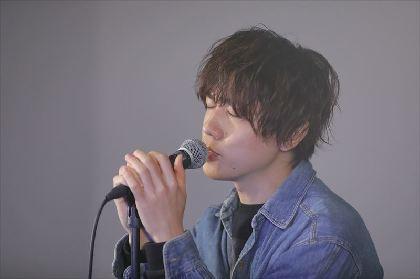 梶原岳人、オンラインイベントのレポート到着 1stシングル『A Walk』発売記念でトーク&ミニライブ