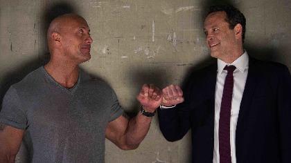 """ドウェイン・ジョンソンが""""ロック様""""役で登場!WWEのスーパースター・ペイジの半生を描く映画『ファイティング・ファミリー』予告編"""