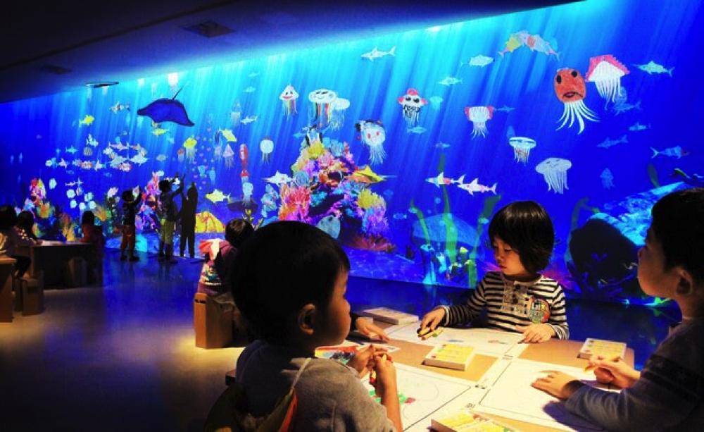 お絵かき水族館  Sketch Aquarium teamLab, 2013-, Interactive Digital Installation, Sound: Hideaki Takahashi, teamLab