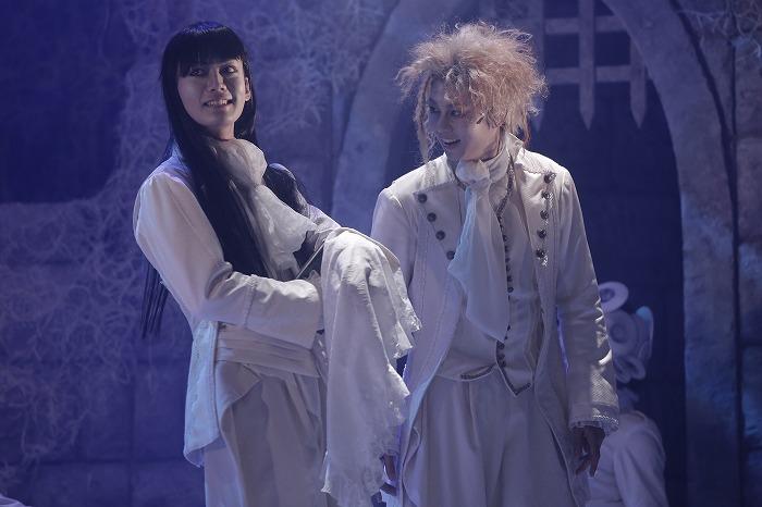 左がジュリオ(演:田中亨)本番の衣裳/『COCOON 月の翳り』('19年)