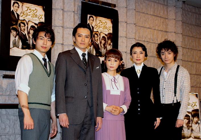 (左から)上山竜治、小西遼生、中川翔子、一路真輝、良知真次
