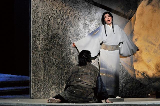 2011年公演より 撮影:三枝近志 写真提供:新国立劇場
