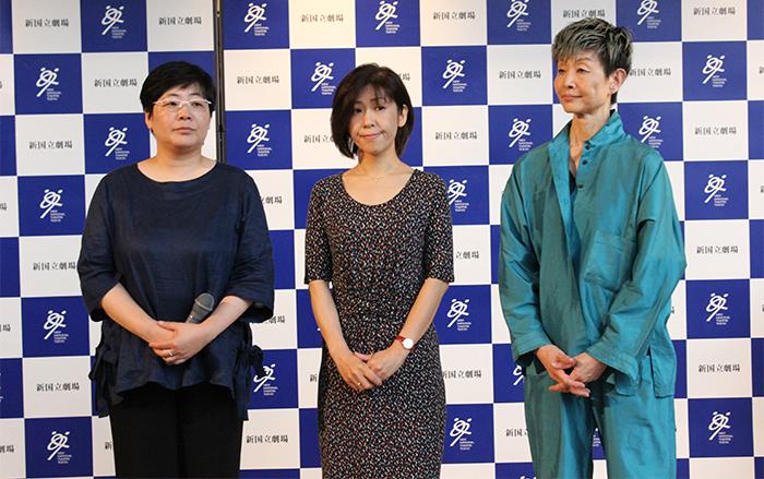 (左から)展示プランに携わった伊藤雅子、清野佳苗、衣裳展示に携わった桜井久美