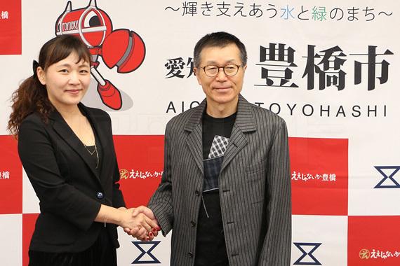 穂の国とよはし芸術劇場PLAT 桑原裕子(左)と平田満