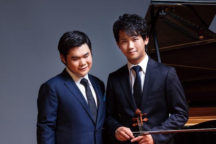(左から)辻井伸行、三浦文彰  (C)Yuji_Hori
