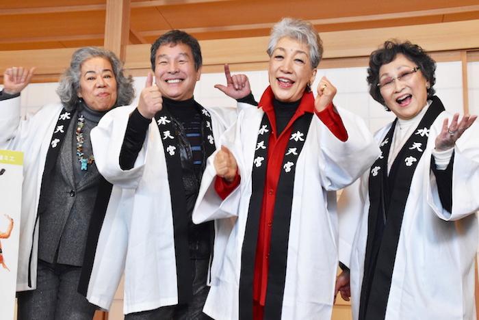 『ザ・デイサービス・ショウ』に出演する田中利花、尾藤イサオ、中尾ミエ、初風諄(左から)