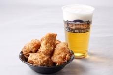 ビールといえば、やっぱりから揚げ。どちらも特別価格の500円で提供される