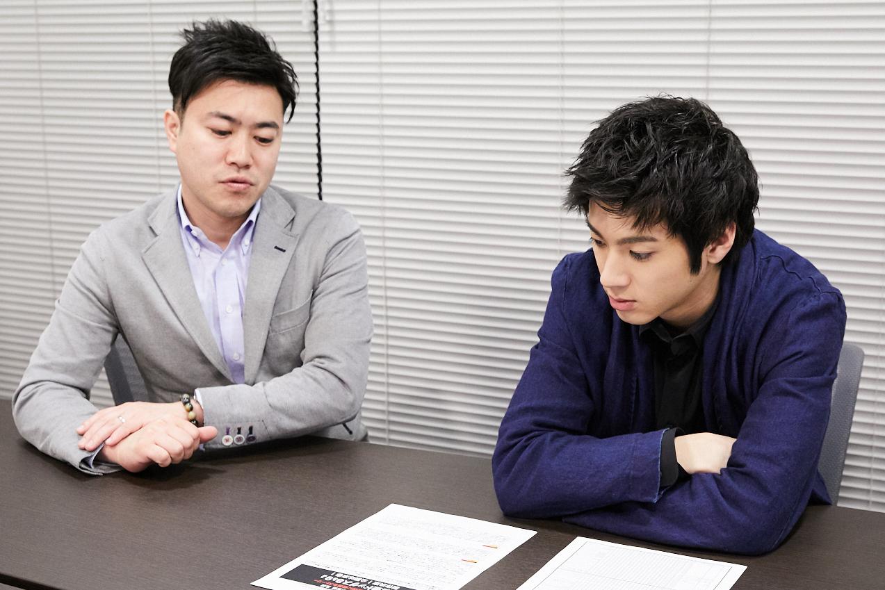 左から、飯塚達介プロデューサー、山田裕貴 撮影=岩間辰徳