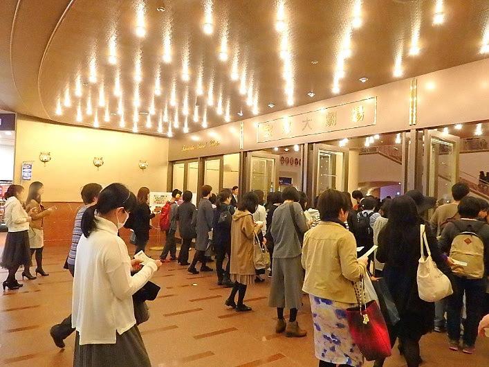 「宝塚大劇場」入口