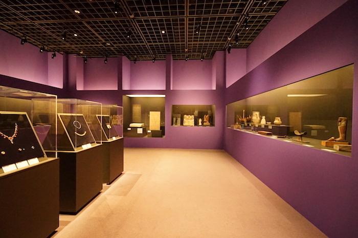 宝飾品や日用品など、遺物には様々な種類のものがある